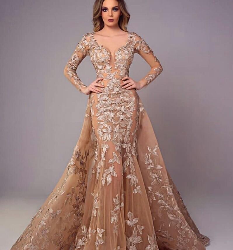 الفساتين الطويلة المصحوبة بذيل