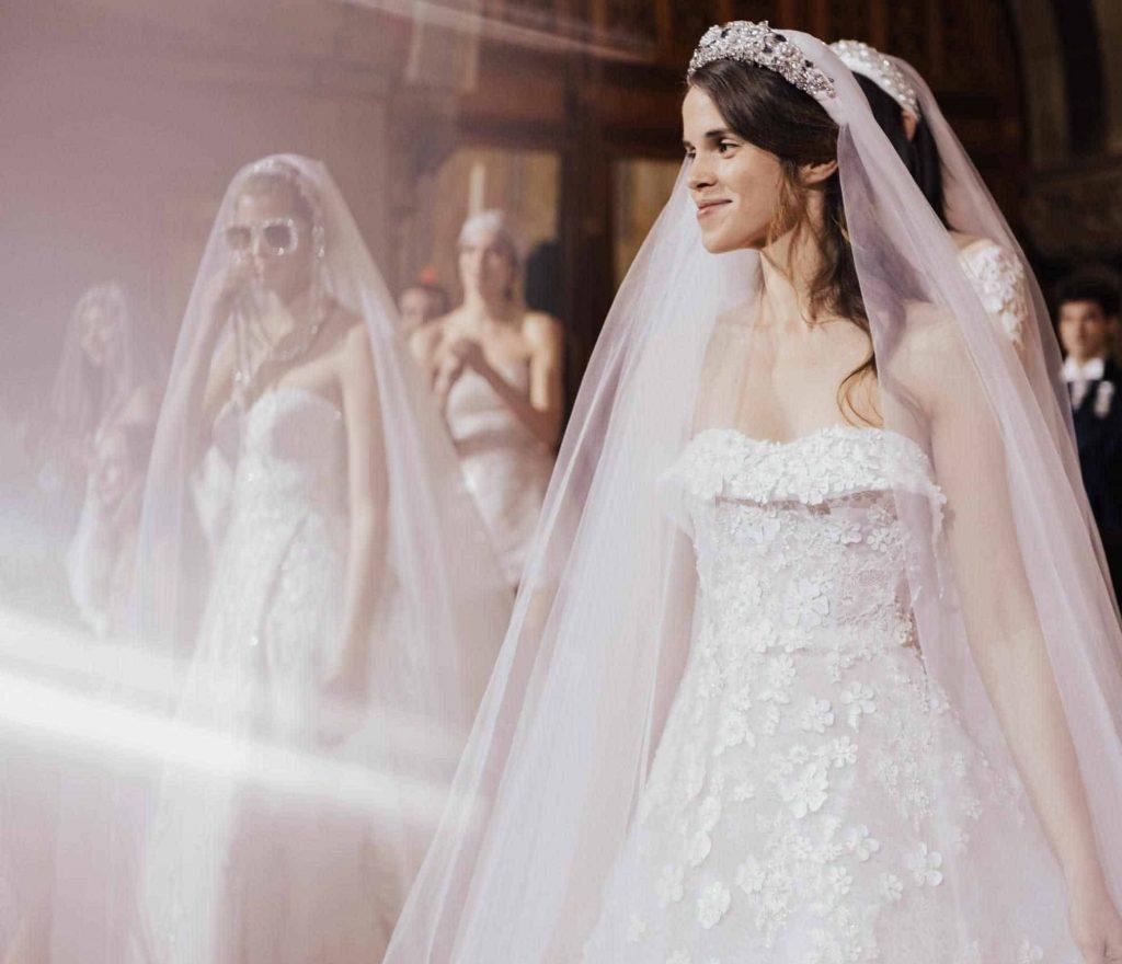 فستان زفاف بصيحة المعطف